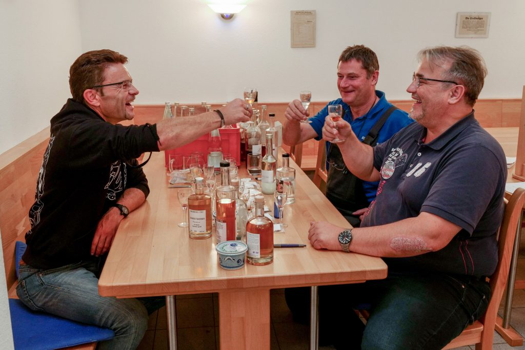 Spirit of FullMoon, Edgar Layher, Christoph Jäger, Chris & Eddy, Schnaps, Obstbrand, Spirituose, Whisky, Apfelbrand, Verkostung Brennerei Friz
